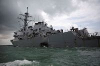 Американский эсминец USS John S. McCain (DDG-56).