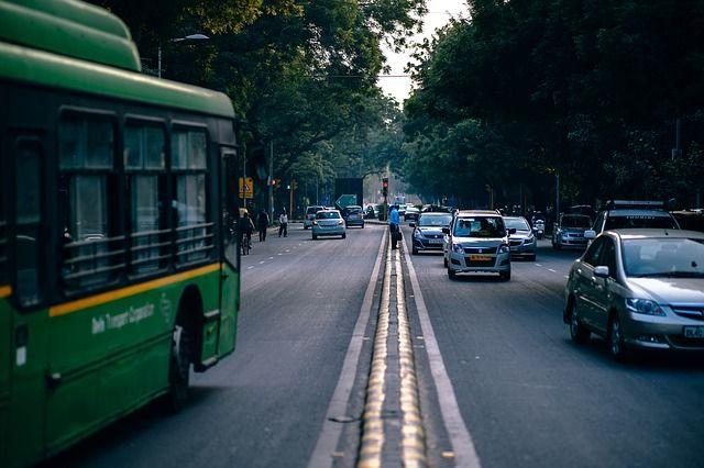 Каждый автобус должен вмещать не менее 64 пассажиров.