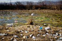 В Ноябрьске волонтёры очищают территорию промзоны