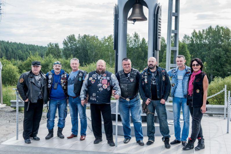 Президенты байк-клубов, участники открытия стелы.