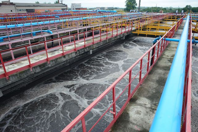 Те, кто раньше сбрасывал вредные вещества в водоёмы, теперь должны построить очистные сооружения.
