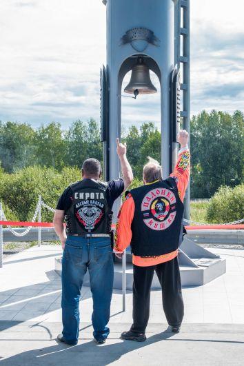 Президенты клубов «Лесные братья» из Лесного Юрий Колотов (слева) и «Северный цвет» из Кушвы Дмитрий Меньшиков (справа).