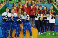 Юная пловчиха Арина Опёнышева принесла сборной России две медали.
