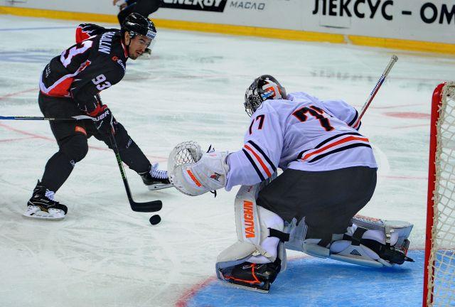 Рижское «Динамо» провело матч с «Ястребами».