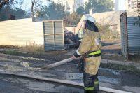 На месте работали два пожарных автомобиля.
