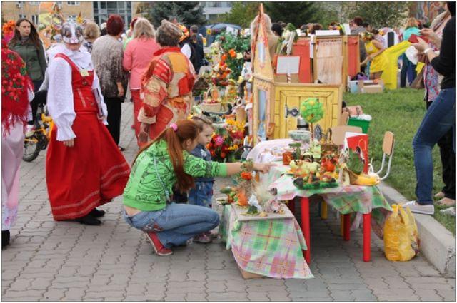 В Красноярске началась пора цветочных выставок и продовольственных ярмарок.