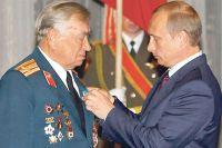 Герой Советского Союза Михаил Булатов по сей день в ветеранском строю.