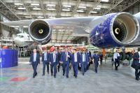 Дмитрий Рогозин побывал в цехе окончательной сборки, где идёт строительство нового самолёта Ил-112В.