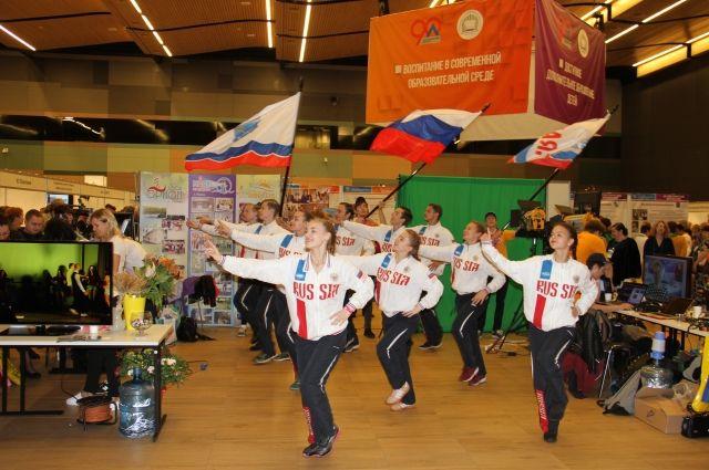 В Ленинградской области учатся более 147 тысяч ребят.
