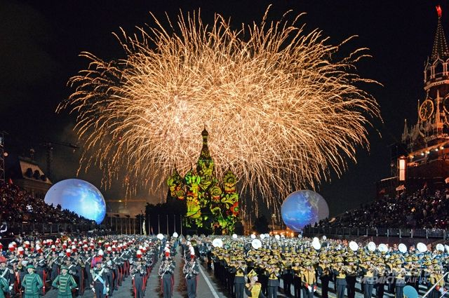 Как и раньше, гостей фестиваля ожидают необычное лазерное шоу и световые инсталляции.