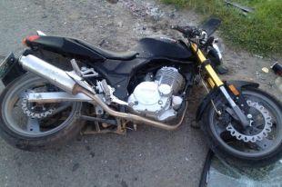 В Надыме подросток на отцовском мотоцикле врезался в машину