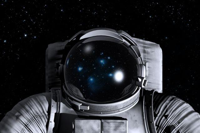Илон Маск впервые представил фотографию нового скафандра SpaceX