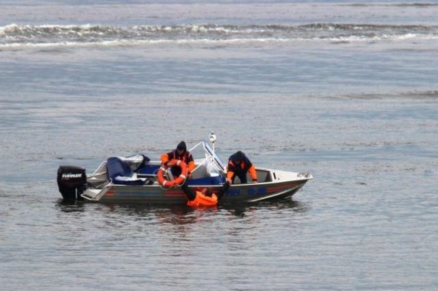 Рыболовы наКрасноярском море дрейфовали натопливном баке пару часов