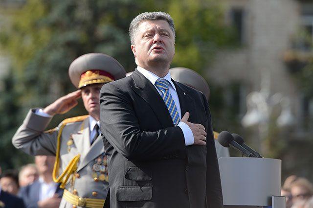 Пётр Порошенко на военном параде на Крещатике в День независимости в Киеве, 2014 г.