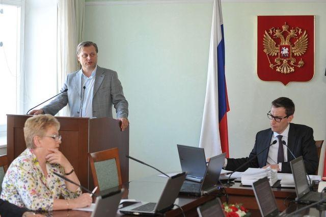 Докладывает глава Минобра Удмуртии Алексей Шепталин.