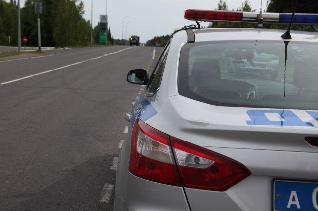 В Берёзовском местный житель катал беременную жену с превышением скорости.