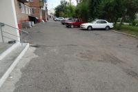 Один из дворов, который готовится к ремонту. Туда уже завезли стройматериалы.