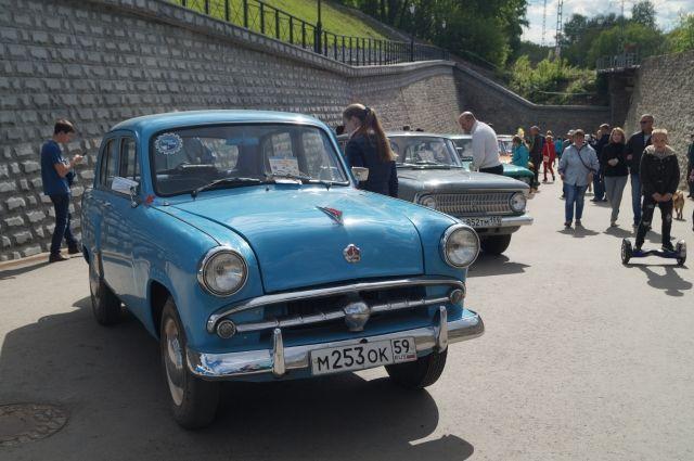 Выставка ретро-автомобилей – в субботу на набережной.