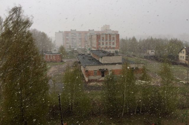 Мокрый снег, не считается настоящим снегом.