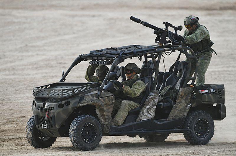 Военнослужащие на багги.