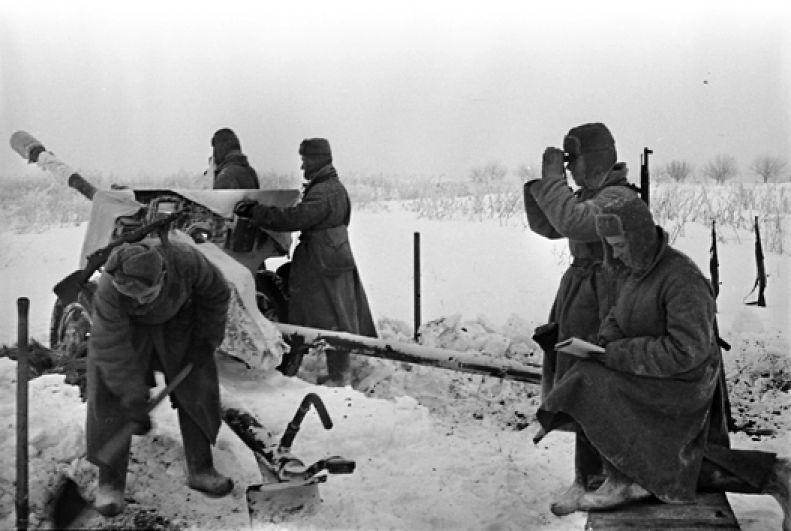 Особенно сильное сопротивление враг оказал на северном и восточном подступах к городу.
