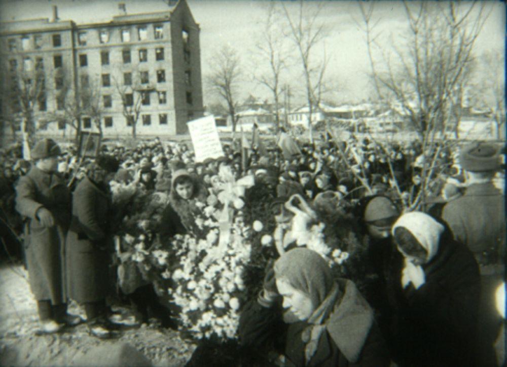 Похороны подполковника Перекальского, освобождавшего Курск
