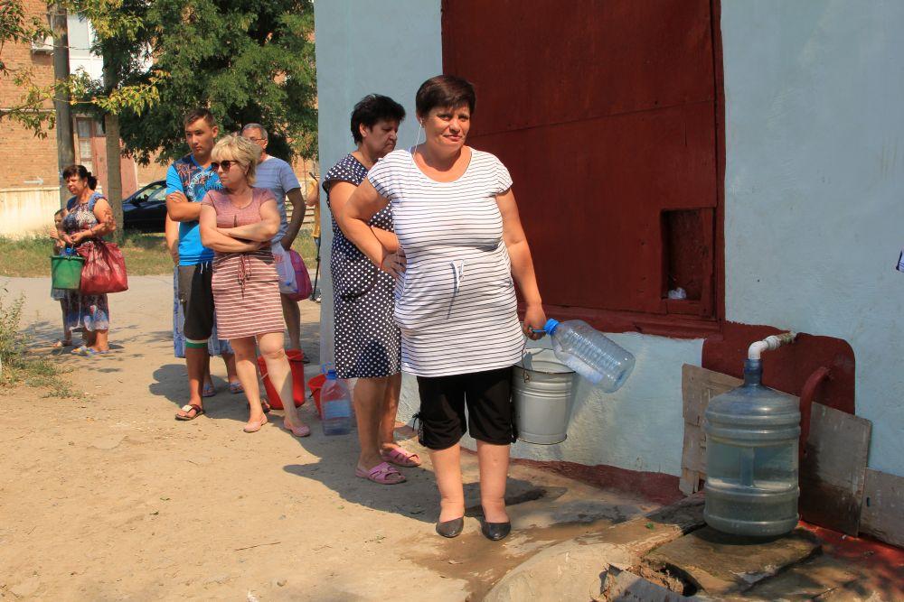 Воду из такого источника пить нельзя, люди пользуются ей для технических нужд.