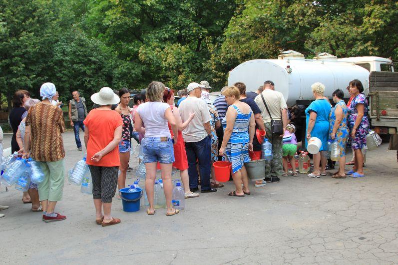 Местные власти обещают наладить водоснабжение в ближайшие дни.