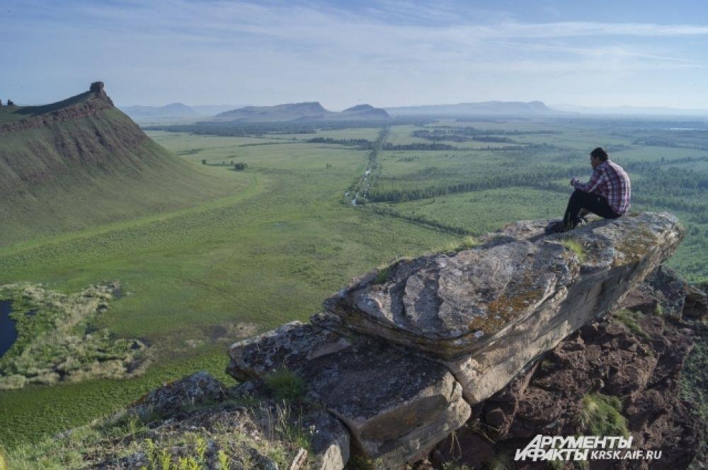 В вершины горы открывается потрясающий вид.