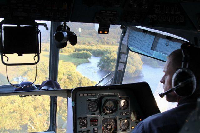 Из Красноярска на поиски детей был направлен вертолёт МЧС.