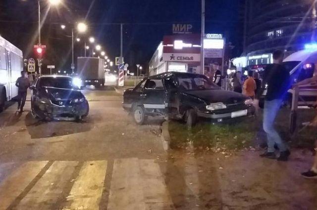 Пять человек пострадали в аварии на улице Мира в Перми.