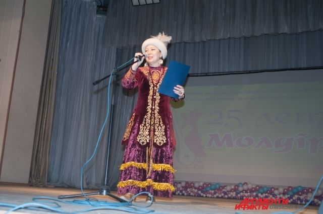 В концертной программе прозвучат стихи, песни на казахском, татарском и других языках.