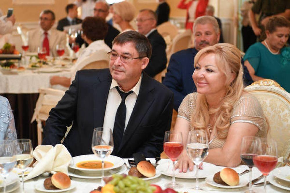 """Гендиректор ПСО """"Казань"""" Равиль Зиганшин с женой."""