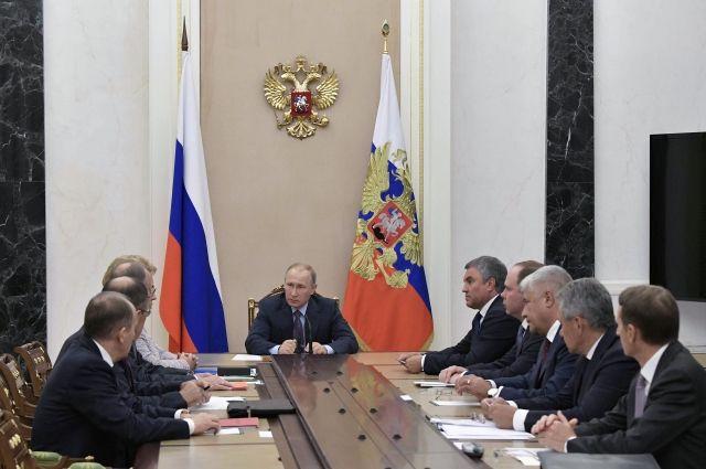 Путин обсудил счленами Совбеза международные контакты ивстречи