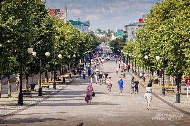 Улица Московская - место встреч друзей и знакомых.