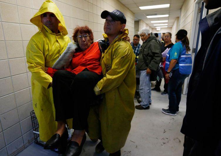 Эвакуация жителей в городе Корпус Кристи.