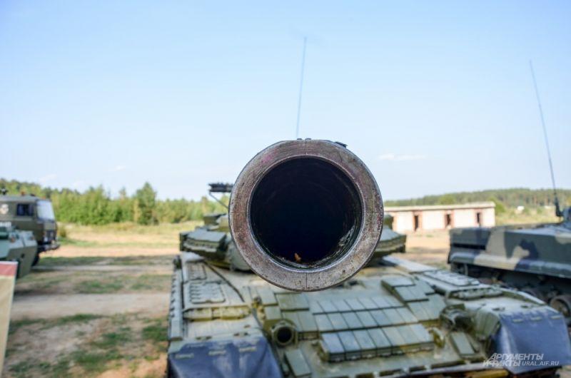 Дуло танка Т-72Б.