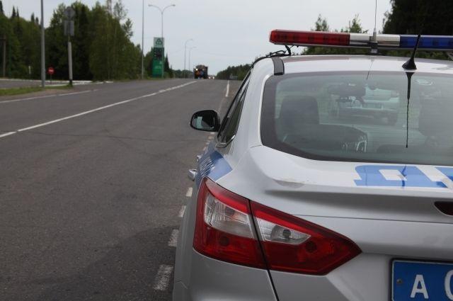 Предполагаемого виновника аварии задержали на трассе сотрудники ГИБДД.