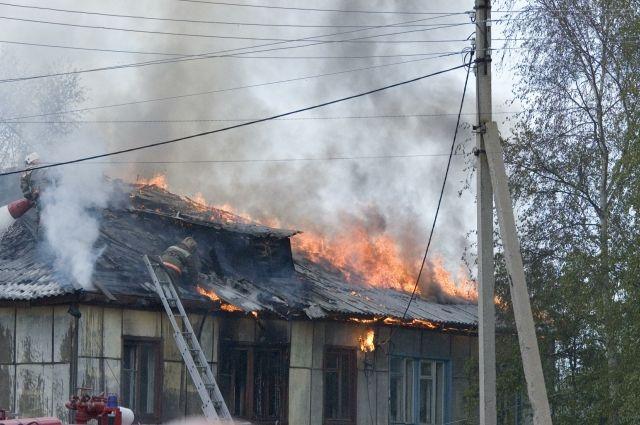 В Топках пожарные обнаружили в сгоревшем доме тела трех человек.