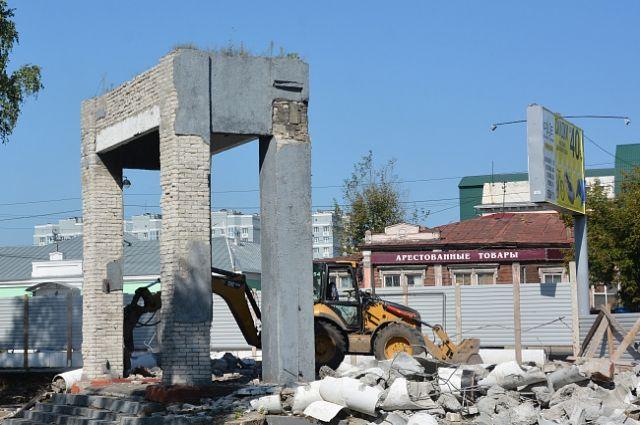 Демонтаж ограды в парке Центрального района