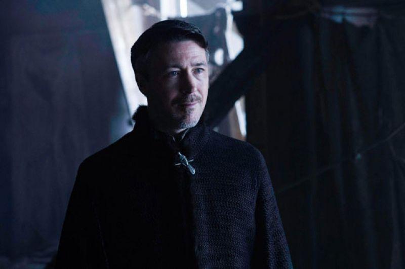 Петир Бейлиш. В конце седьмого сезона был убит один из самых ярких персонажей «Игры Престолов» - Мизинец. Опытный интриган недооценил своего нового противника - Безликую Арью.