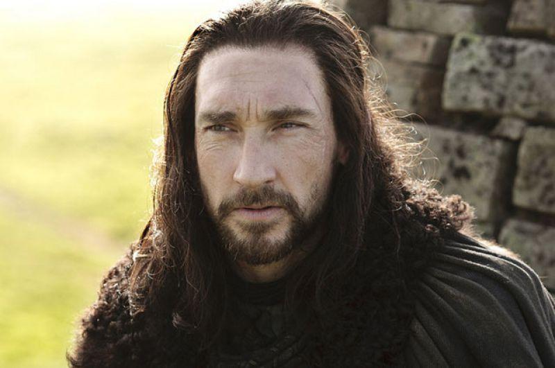 Бенджен Старк. Младший брат лорда Эддарда Старка в трудную минуту оказался рядом с Джоном Сноу. Бенджен отдал Королю Севера свою лошадь, а сам погиб в бою с Белыми Ходоками.