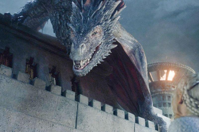 Дракон Визерион. Когда армия Джона Сноу терпела поражение в битве с Белыми Ходоками, им на помощь со своими драконами прилетела Дейенерис. Королю Ночи удалось убить одного из драконов, который теперь стал зомби.