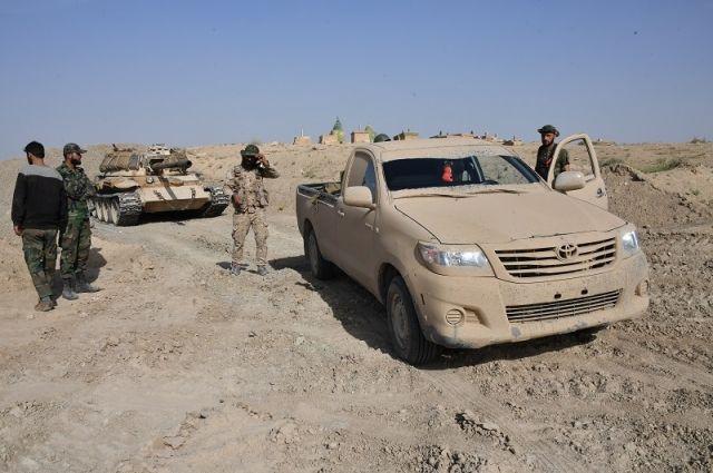 Бойцы Республиканской гвардии Сирии на передовых позициях на окраине Дейр-эз-Зора.