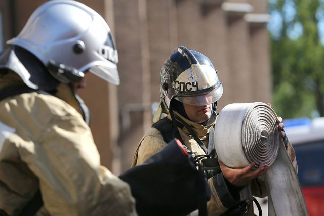 В Калининграде пожарные тушат клуб «Вагонка».