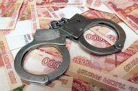 Посредник привез деньги домой начальнику колонии, после чего обоих задержали.