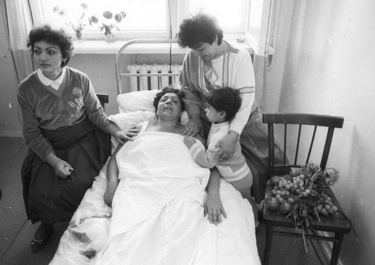 Иногда спасенные матери и дети встречались в больнице спустя несколько дней.