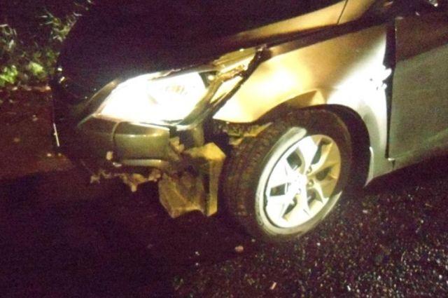 В Тобольске разыскивают трех водителей: они помяли три машины и светофор