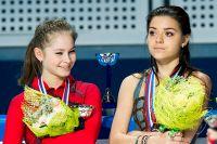 Юлия Липницкая и Аделина Сотникова на чемпионате России по фигурному катанию, 2013 г.