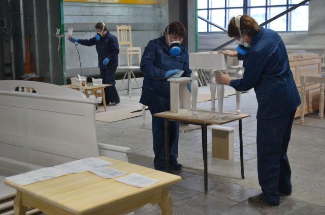 Две трети мебельщиков находятся в простое.